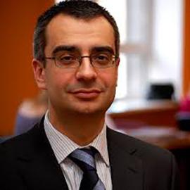 Dr. Daunis Auers